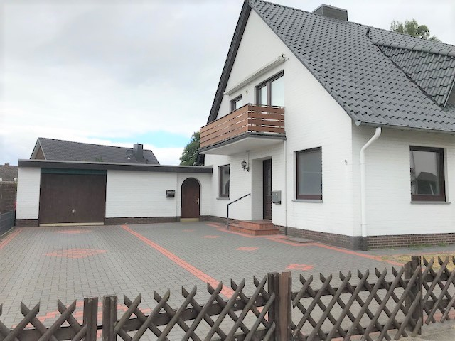 grosszuegige-erdgeschosswohnung-im-zweifamilienhaus-aussenansicht