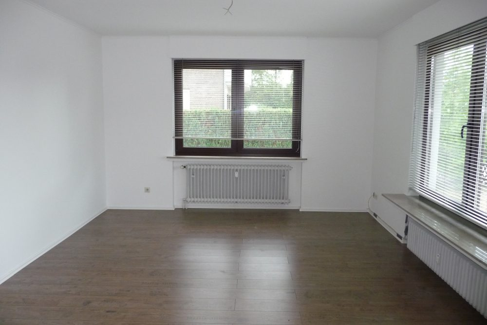 grosszuegige-erdgeschosswohnung-im-zweifamilienhaus-wohnzimmer