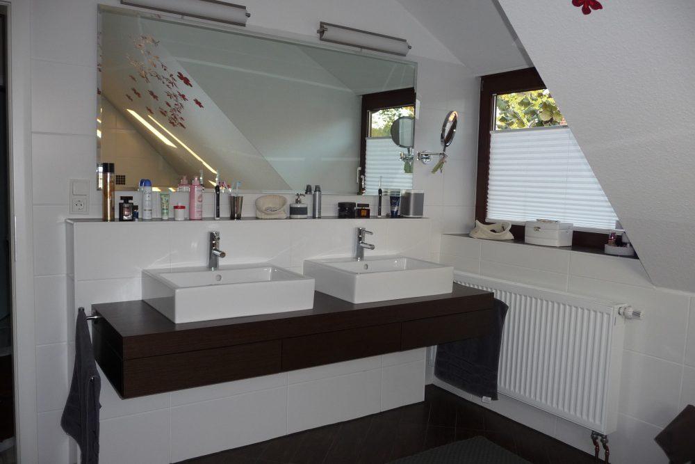 energetisch-saniertes-einfamilienhaus-mit-viel-platz-bad-waschtische