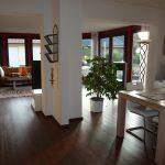 energetisch-saniertes-einfamilienhaus-mit-viel-platz-blick-in-den-wohnbereich