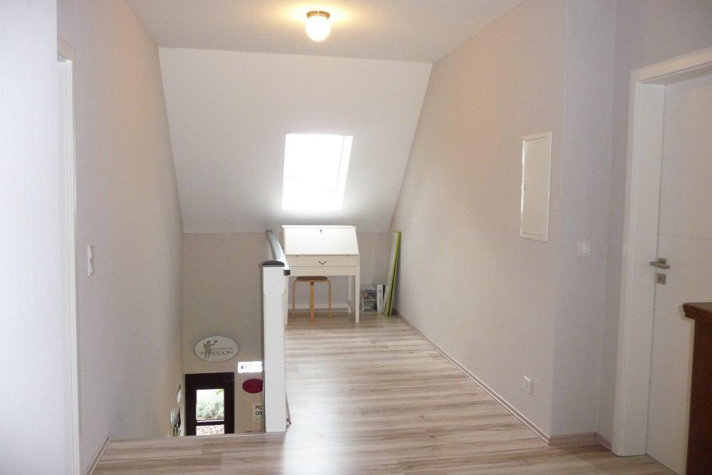 energetisch-saniertes-einfamilienhaus-mit-viel-platz-flur-OG