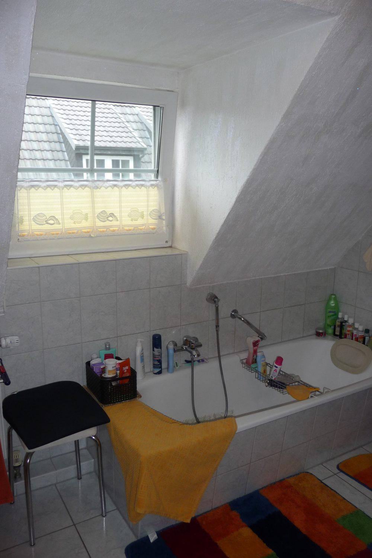 ganderkesee-bezugsfreie-sehr-gepflegte-doppelhaushaelfte-badezimmer