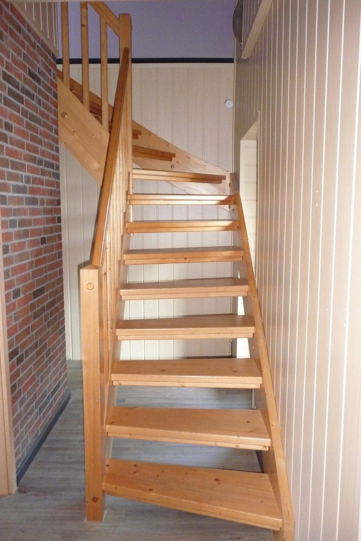 Treppe zum Zimmer im DG